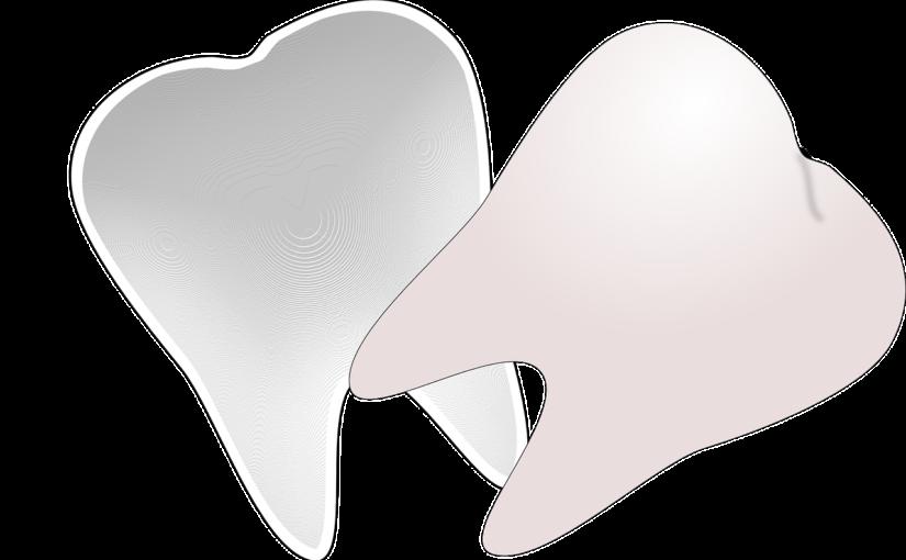 Piękne zdrowe zęby także świetny uroczy uśmieszek to powód do dumy.